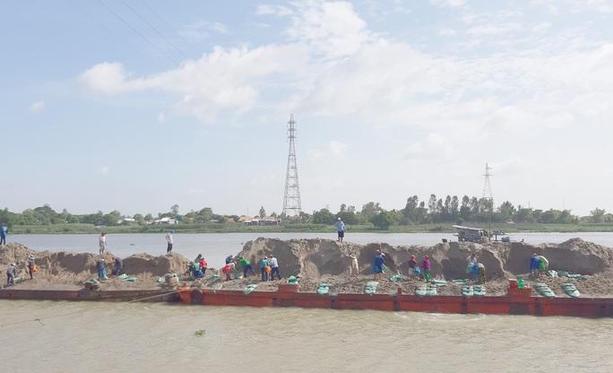 Lãnh đạo tỉnh An Giang nói về khai thác mỏ cát và sạt lở bờ sông - Ảnh 4.