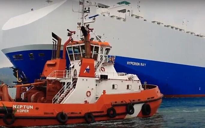 Tàu chở hàng của Israel bị tấn công giữa bối cảnh căng thẳng với Iran - Ảnh 1.