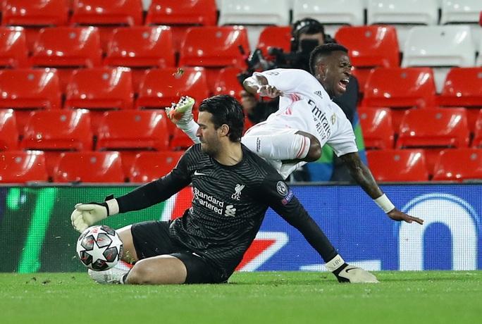 CĐV Liverpool đại náo sân Anfield, Real Madrid bản lĩnh giành vé bán kết - Ảnh 6.