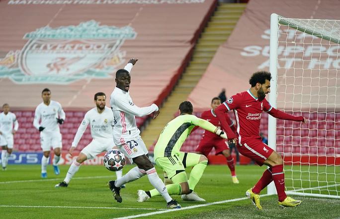 CĐV Liverpool đại náo sân Anfield, Real Madrid bản lĩnh giành vé bán kết - Ảnh 10.