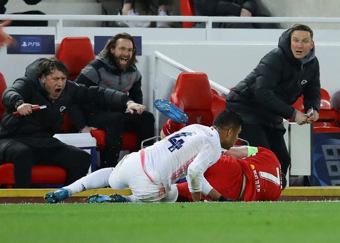 CĐV Liverpool đại náo sân Anfield, Real Madrid bản lĩnh giành vé bán kết - Ảnh 9.