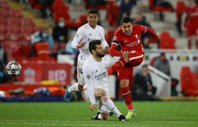 CĐV Liverpool đại náo sân Anfield, Real Madrid bản lĩnh giành vé bán kết - Ảnh 5.