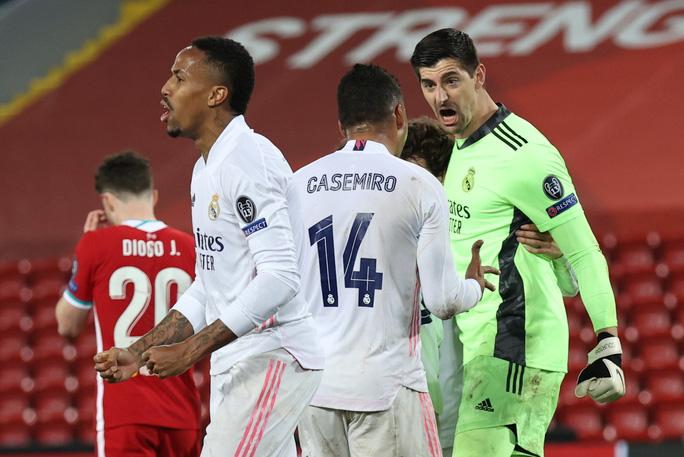 CĐV Liverpool đại náo sân Anfield, Real Madrid bản lĩnh giành vé bán kết - Ảnh 11.