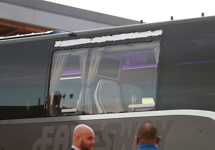 CĐV Liverpool đại náo sân Anfield, Real Madrid bản lĩnh giành vé bán kết - Ảnh 4.