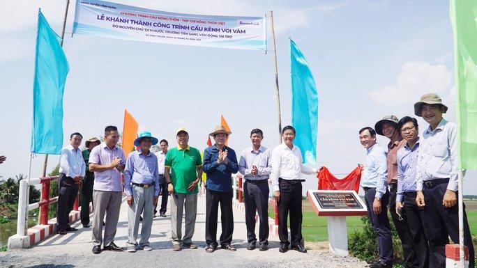 Nguyên Chủ tịch nước Trương Tấn Sang dự khánh thành 17 cầu nông thôn ở Long An - Ảnh 2.