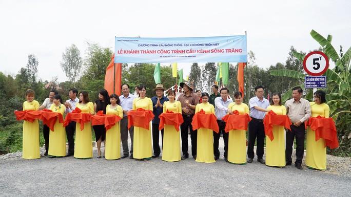 Nguyên Chủ tịch nước Trương Tấn Sang dự khánh thành 17 cầu nông thôn ở Long An - Ảnh 4.