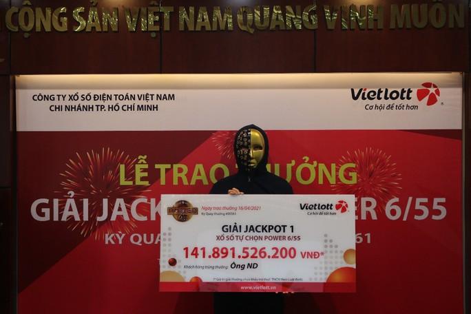 Người trúng vé số Vietlott 141,8 tỉ đồng là nhân viên văn phòng ở TP HCM - Ảnh 1.