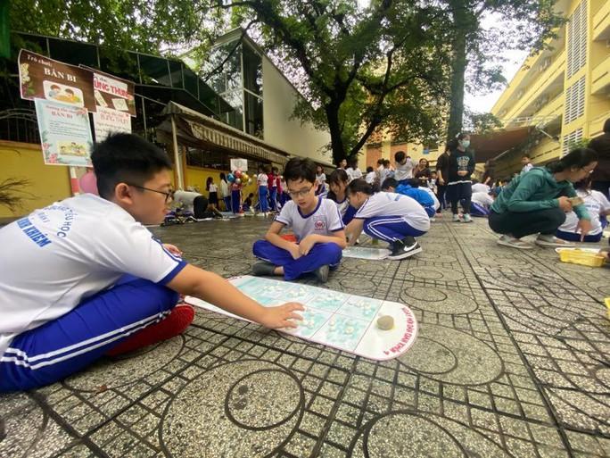 Trường Tiểu học Nguyễn Bỉnh Khiêm: Học sinh nhảy sạp, ném còn... ngay sân trường - Ảnh 9.