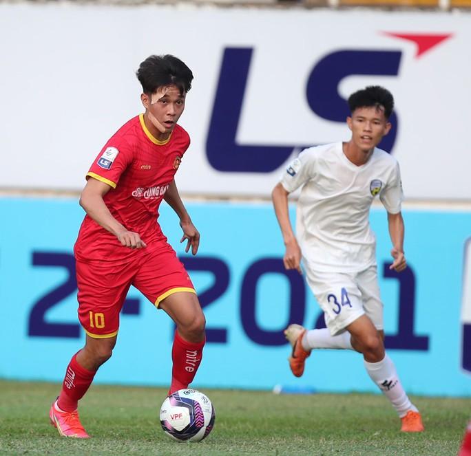 Sao trẻ lò Hoàng Anh Gia Lai tỏa sáng, CLB Công An Nhân Dân thắng trận đầu tiên - Ảnh 3.