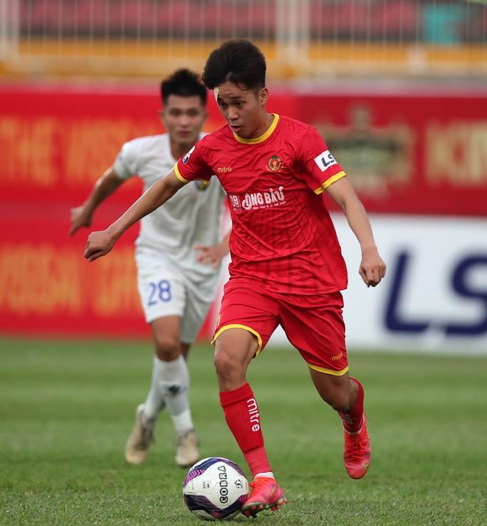 Sao trẻ lò Hoàng Anh Gia Lai tỏa sáng, CLB Công An Nhân Dân thắng trận đầu tiên - Ảnh 2.