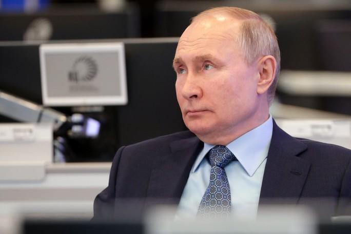 Tổng thống Biden muốn giảm căng thẳng sau lệnh trừng phạt, Nga giận dữ - Ảnh 2.