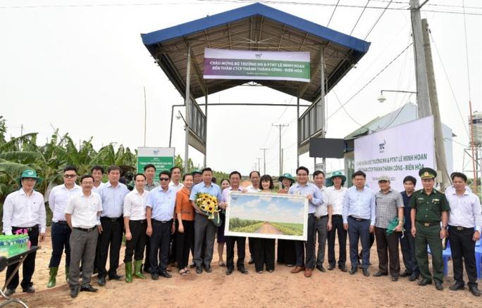 Tân Bộ trưởng Nông nghiệp và Phát triển Nông thôn Lê Minh Hoan đến thăm Nông trường Thành Long - Ảnh 2.