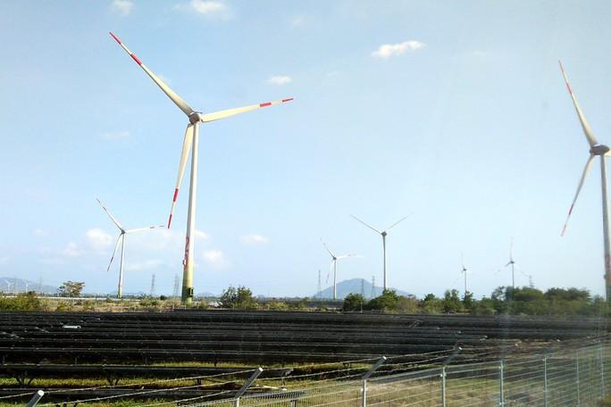 Khánh thành nhà máy điện gió lớn nhất Việt Nam - Ảnh 1.
