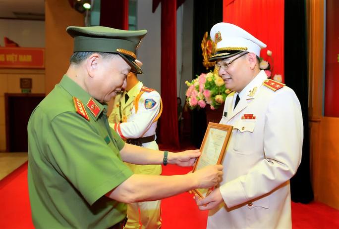 Chánh Văn phòng Bộ Công an Tô Ân Xô được thăng cấp bậc hàm Trung tướng - Ảnh 1.