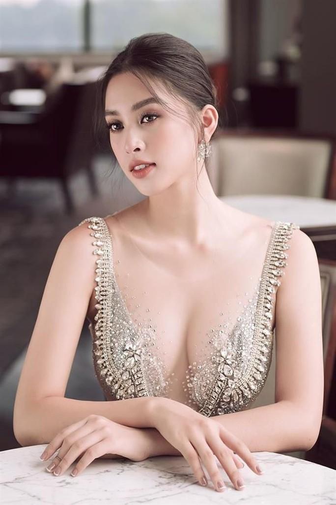 Hoa hậu Trần Tiểu Vy gia nhập hội người đẹp hở bạo - Ảnh 9.