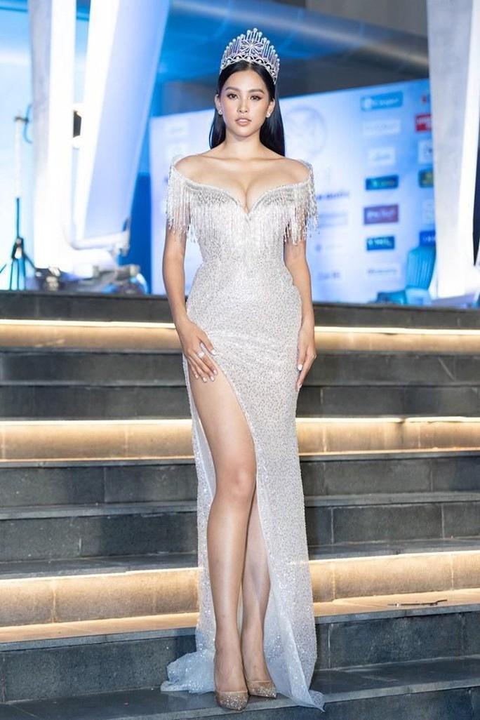 Hoa hậu Trần Tiểu Vy gia nhập hội người đẹp hở bạo - Ảnh 6.