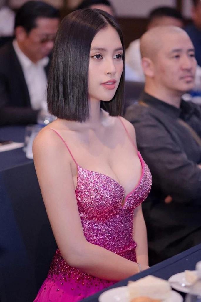 Hoa hậu Trần Tiểu Vy gia nhập hội người đẹp hở bạo - Ảnh 10.