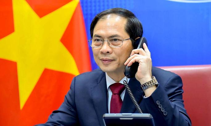 Hai Ngoại trưởng Việt Nam và Trung Quốc điện đàm, trao đổi thẳng thắn về vấn đề trên biển - Ảnh 1.