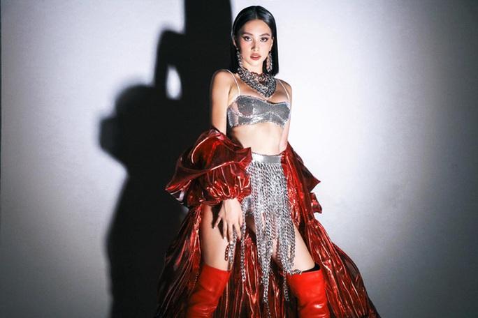 Hoa hậu Trần Tiểu Vy gia nhập hội người đẹp hở bạo - Ảnh 7.