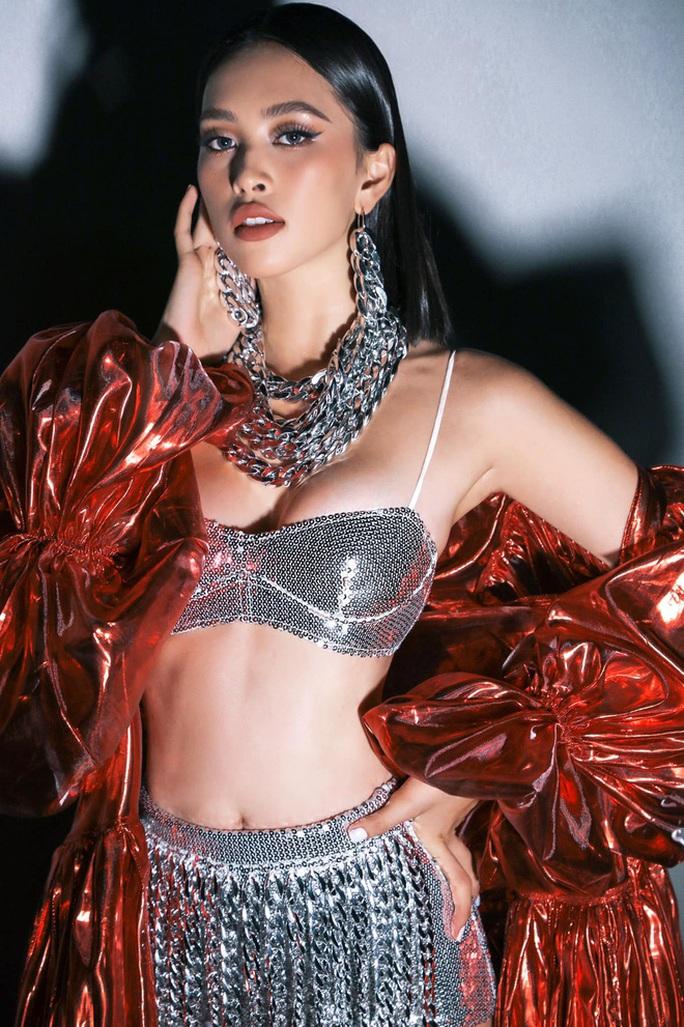 Hoa hậu Trần Tiểu Vy gia nhập hội người đẹp hở bạo - Ảnh 5.