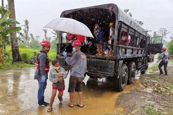 Siêu bão đe dọa Philippines, gió giật 315 km/giờ - Ảnh 1.