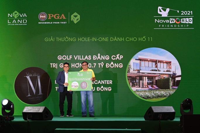 Hole-in-one 11 tỉ đồng có chủ ngay ngày khai mạc NovaWorld Friendship 2021 Tournament - Ảnh 2.
