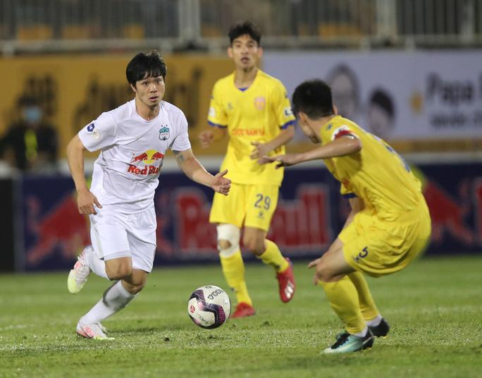 Xuân Trường tạo siêu phẩm tung lưới Hà Nội, giúp HAGL nối dài chuỗi trận thắng - Ảnh 2.