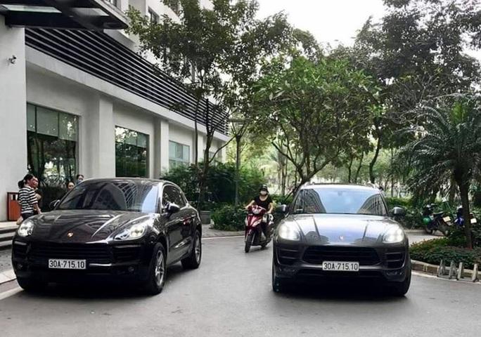 Hai chiếc xe Porsche cùng biển số chạm mặt nhau tại đô thị cao cấp ở Hà Nội - Ảnh 1.