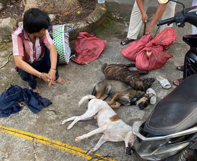 Đồng Nai: Người dân truy đuổi như phim, bắt nóng cẩu tặc cùng 6 con chó - Ảnh 3.