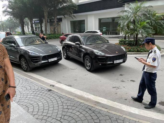 Thông tin bất ngờ vụ 2 chiếc xe sang Porsche chạm mặt nhau tại khu đô thị cao cấp - Ảnh 2.
