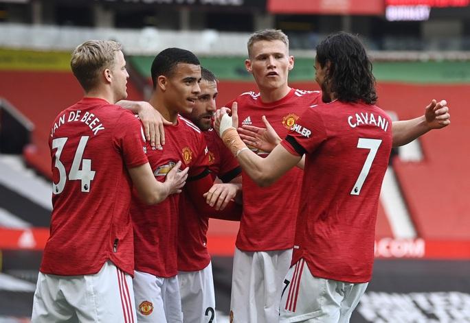 Vùi dập Burnley, Man United mơ soán ngôi Ngoại hạng của Man City - Ảnh 7.