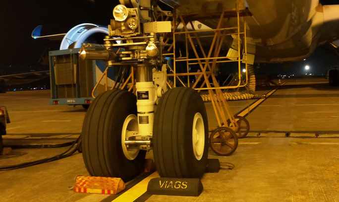 Siêu máy bay được phát hiện rách lốp sau hành trình Tân Sơn Nhất - Nội Bài - Ảnh 1.