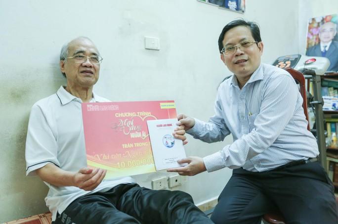 Mai Vàng nhân ái thăm nhà văn Ma Văn Kháng, Nguyễn Khắc Trường và thắp hương tưởng nhớ nhà văn Nguyễn Huy Thiệp - Ảnh 5.