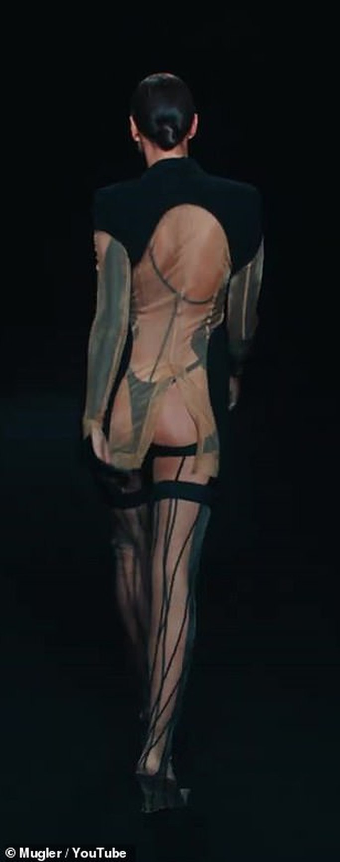 Siêu mẫu Bella Hadid, Irina Shayk khoe vẻ gợi cảm  - Ảnh 7.