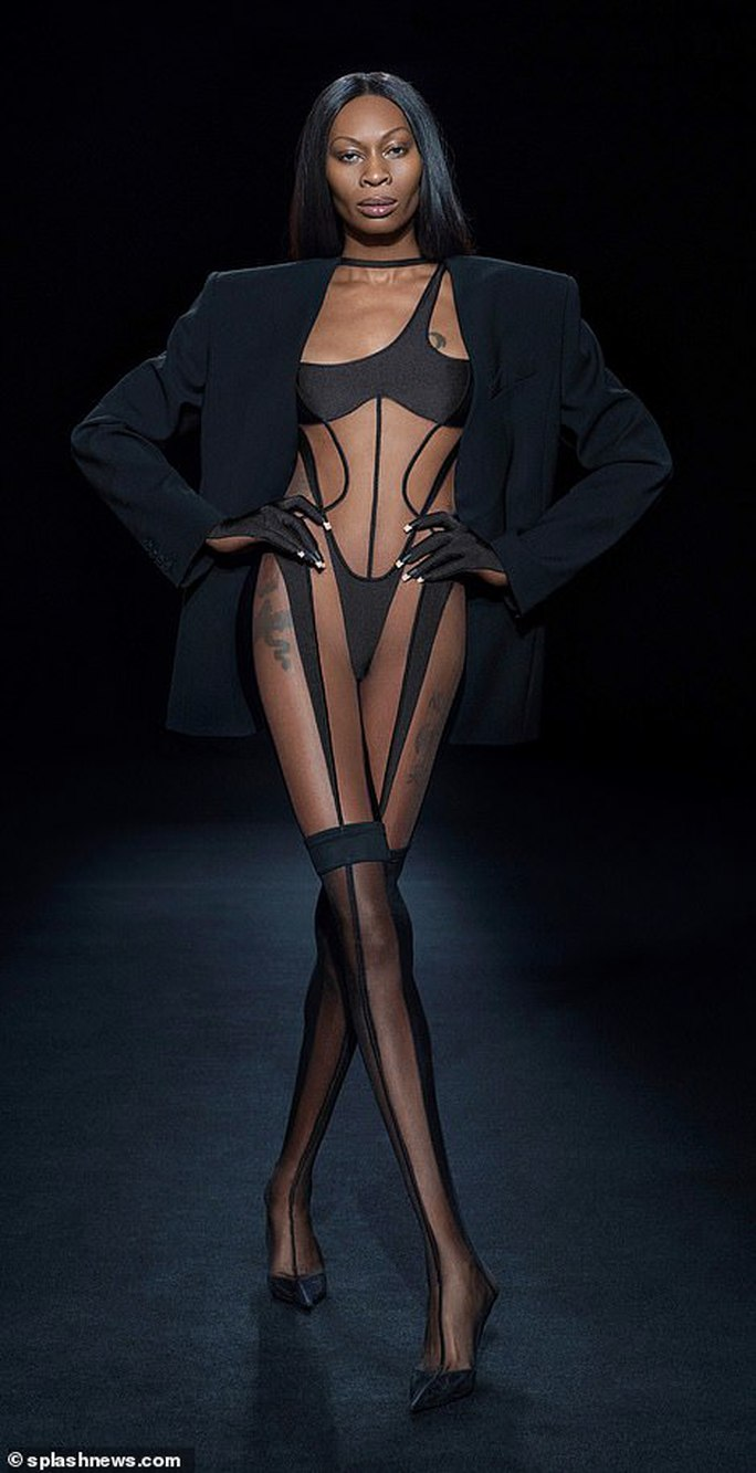 Siêu mẫu Bella Hadid, Irina Shayk khoe vẻ gợi cảm  - Ảnh 16.