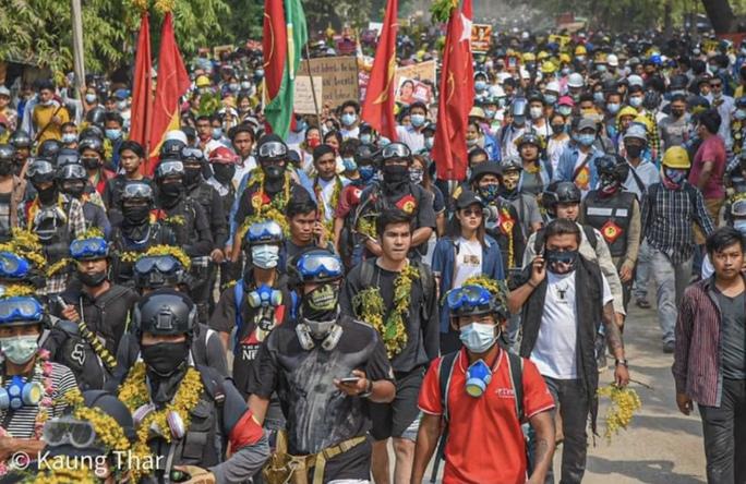 Myanmar: Quân đội khống chế, bắt thêm thành viên đảng của bà Suu Kyi - Ảnh 2.