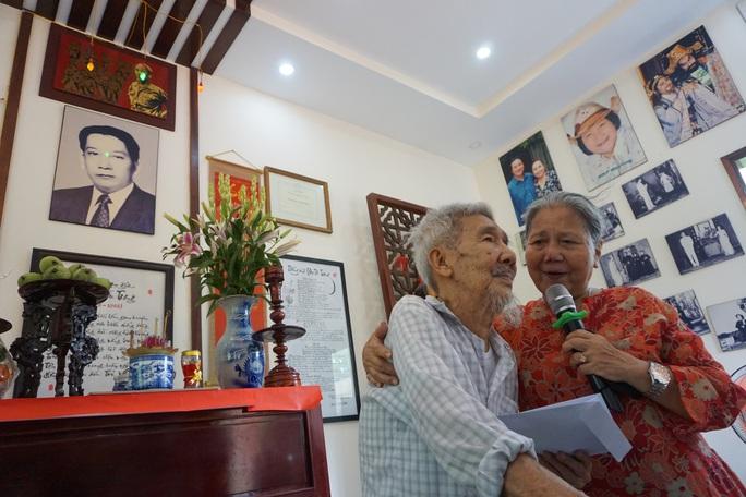 Nghệ sĩ TP HCM về nguồn, nhớ ơn soạn giả Trần Hữu Trang - Ảnh 8.