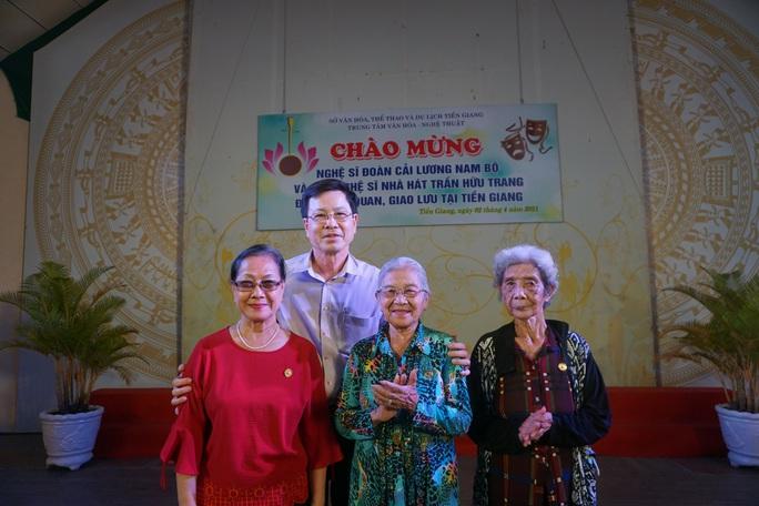 Nghệ sĩ TP HCM về nguồn, nhớ ơn soạn giả Trần Hữu Trang - Ảnh 6.