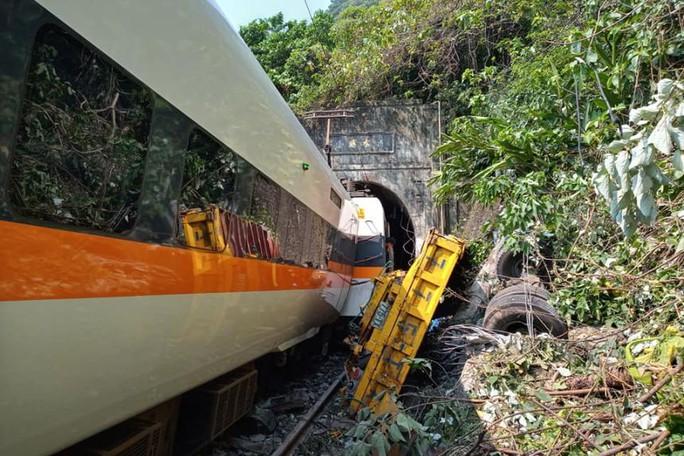 Đài Loan: Tàu trật đường ray trong đường hầm, hàng chục người thương vong - Ảnh 2.