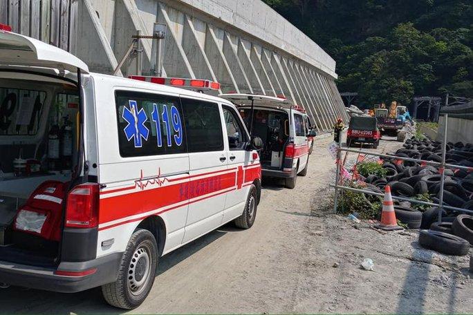 Đài Loan: Tàu trật đường ray trong đường hầm, hàng chục người thương vong - Ảnh 3.