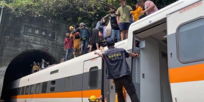 Hé lộ nguyên nhân khiến tàu trật đường ray ở Đài Loan - Ảnh 5.