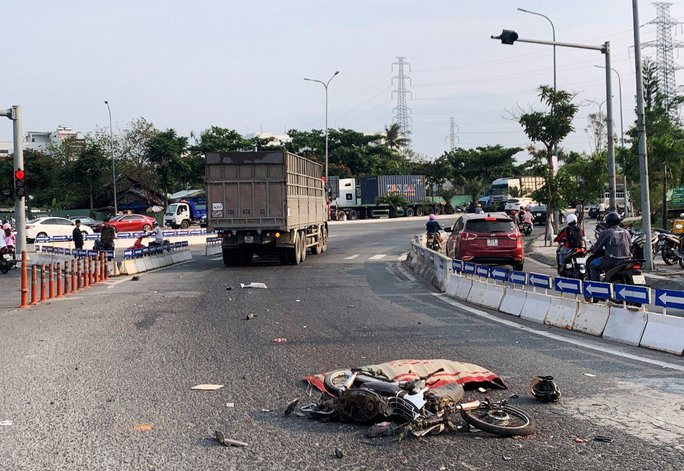 Đà Nẵng: Thêm một người tử vong vì đi nhầm đường dẫn ở điểm đen tai nạn - Ảnh 1.