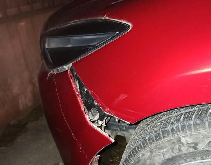 Vi phạm tốc độ, lái ôtô tông chiến sĩ CSGT trọng thương rồi phóng xe bỏ trốn - Ảnh 2.