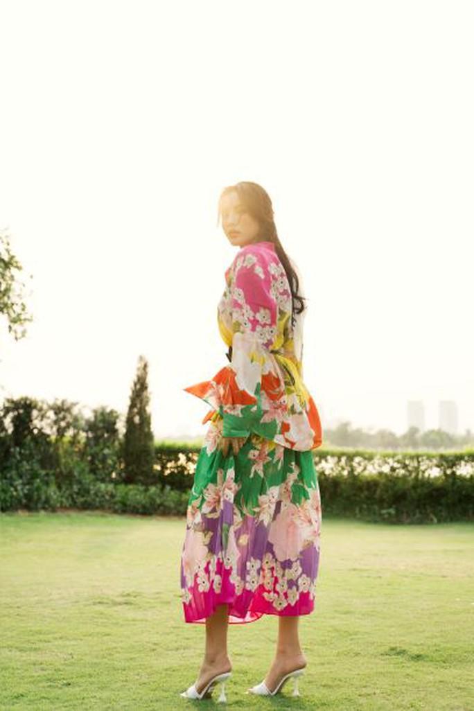 Hoa hậu Kỳ Duyên bất ngờ gây sốt bằng hình ảnh kín như bưng - Ảnh 6.