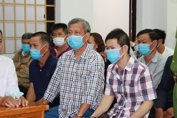 Sau 10 ngày xét xử, tòa bất ngờ trả hồ sơ vụ sản xuất xăng giả của Trịnh Sướng - Ảnh 1.