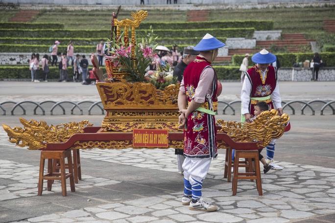 Khoảng 20 ngàn người hành hương về Đền Hùng trong ngày Giỗ Tổ - Ảnh 25.