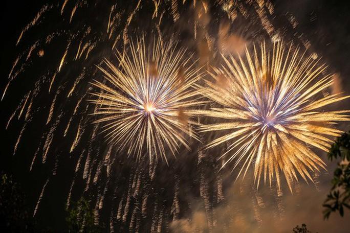 CLIP: Hàng vạn người dân đổ về xem bắn pháo hoa tại Lễ giỗ Tổ Hùng Vương - Ảnh 13.