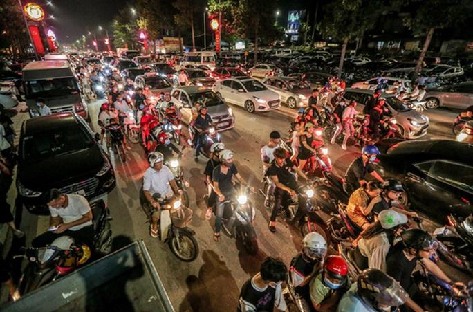 CLIP: Hàng vạn người dân đổ về xem bắn pháo hoa tại Lễ giỗ Tổ Hùng Vương - Ảnh 5.