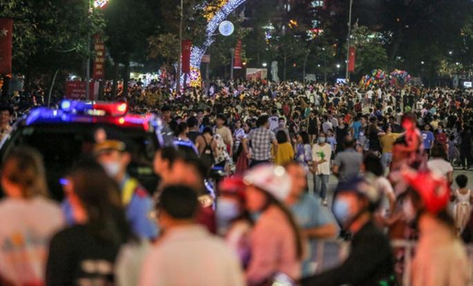 CLIP: Hàng vạn người dân đổ về xem bắn pháo hoa tại Lễ giỗ Tổ Hùng Vương - Ảnh 10.
