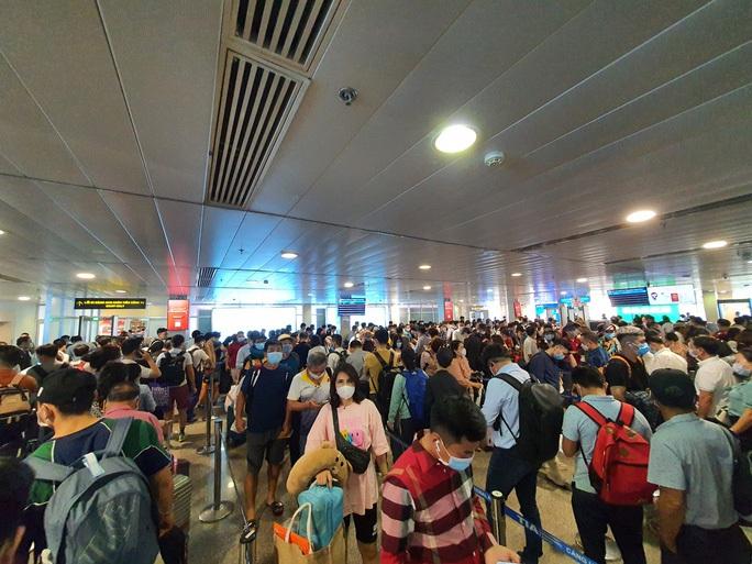 Bộ GTVT chỉ đạo nóng vụ ùn tắc tại sân bay Tân Sơn Nhất - Ảnh 1.